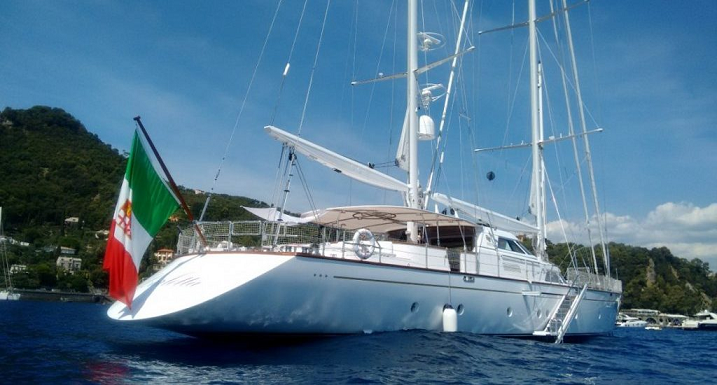 yacht a vela